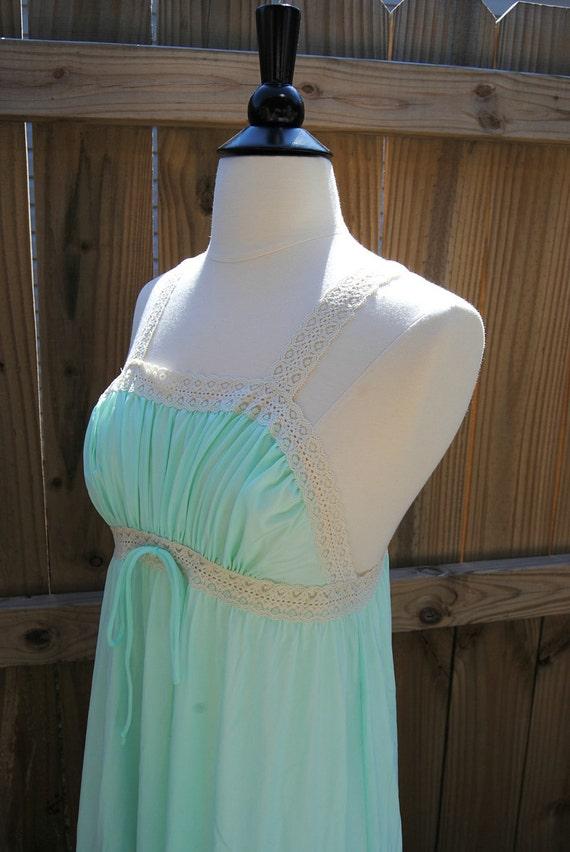 1970s Mint Green Lorraine Nightgown Lingerie Size Medium