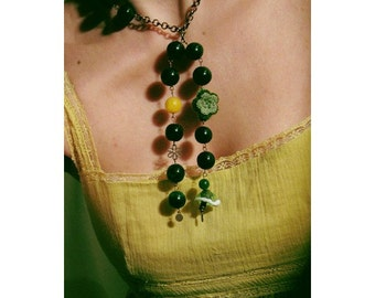 Dangling green jade necklace