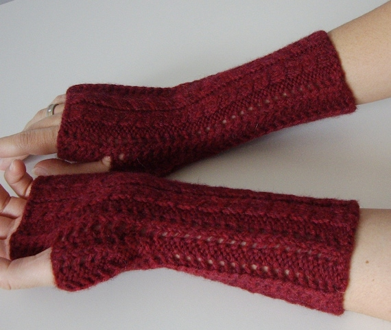 Lace  fingerless gloves / handwarmers