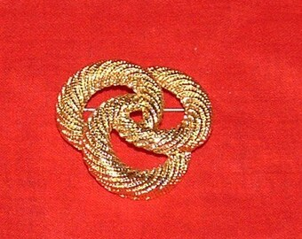 Large 3 Circle Gold Rope brooch