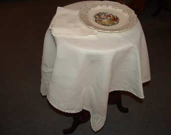 Tablecloth Runner and Napkins Vintage Linens