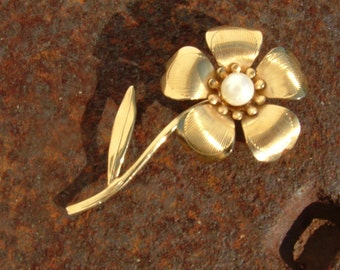 Gold Flower Brooch with faux Pearl in center