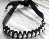 Pleated pearl ribbon necklace