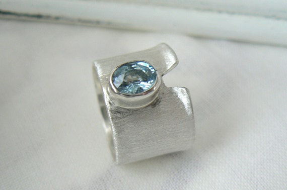 Chill - Sterling silver and aquamarine Ring - Size 8 - READY TO SHIP