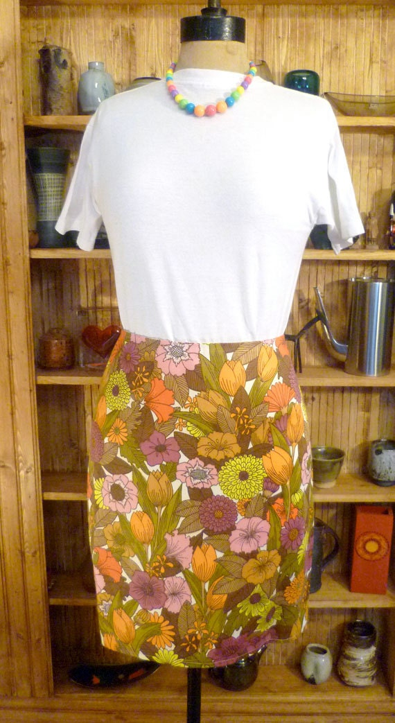 70's floral print straight, knee length skirt, size 14.