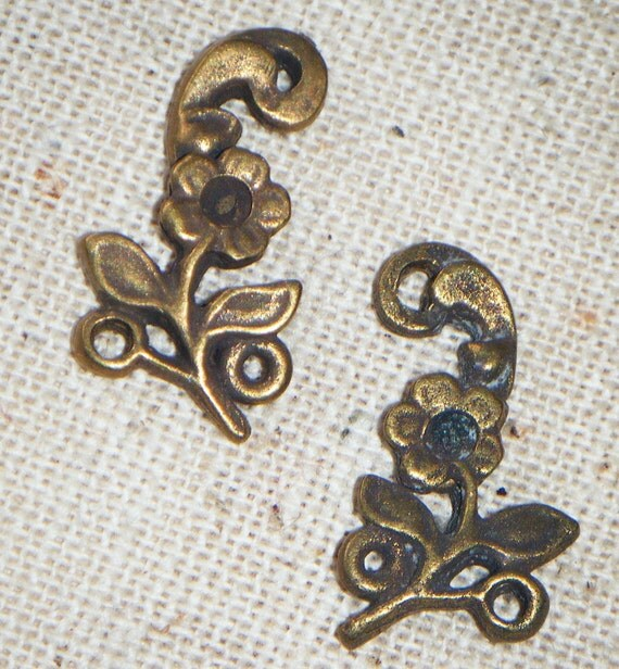 Antique Brass Floral Spray Connector (4) right and left, Patina, Victorian