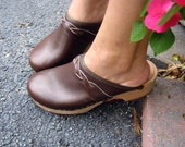 Vintage 1970s Olaf Daughters Dark Chocolate Leather Wooden Clogs size 6 1/2 to 7