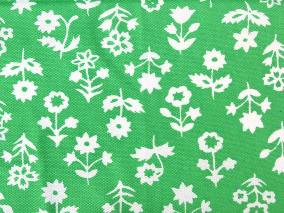 "1960s Vintage Fabric - White Flowers on Kelly Green Textured Cotton/ Synthetic Blend - 8/10 yd x 39"" wide"