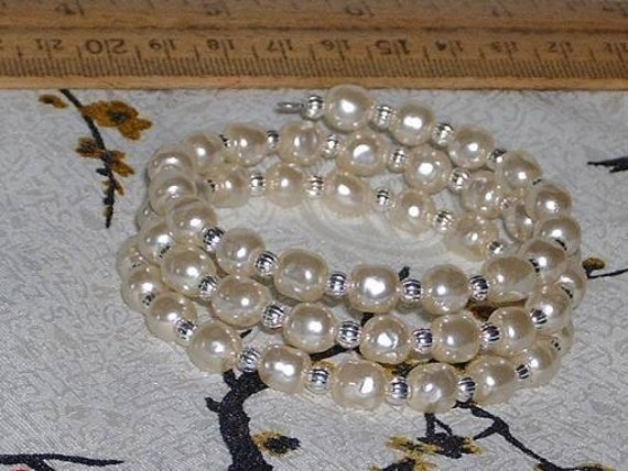 WHITE BAROQUE Costume  Pearls - Memory Wire Wrap Bracelet - BOLD