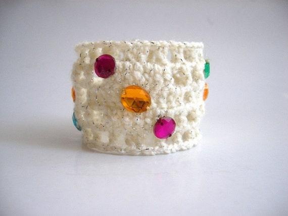 SALE % 25 off Crochet Beaded Bracelet Wristband, Cream Cuff