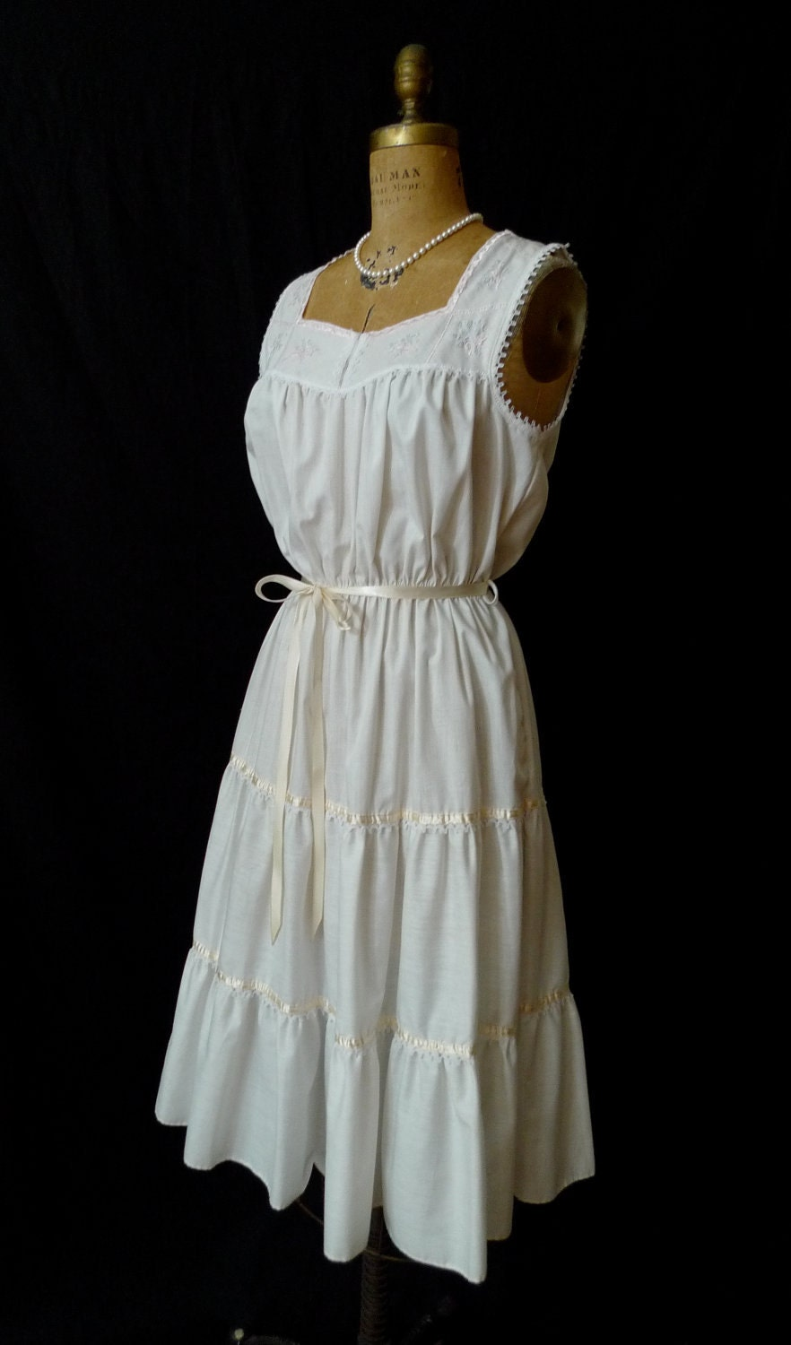 Vintage 70s White Peasant Dress With Embroidery And Lace Trim