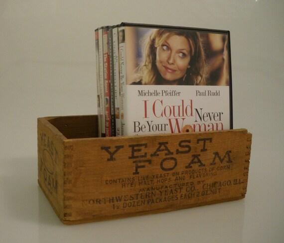 V i n t a g e  Yeast Foam Wood Box Northwestern Yeast Co.