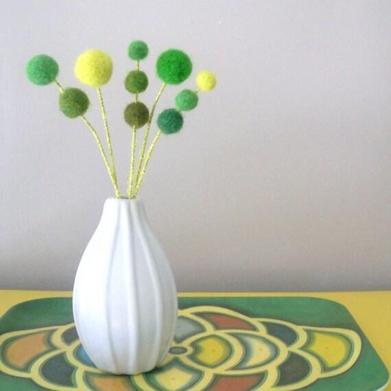 Green felt flowers - Clover, shamrock -  Wool pom pom floral decoration - Faux flowers - Small green foliage -  Pompom flowers - Felt Balls