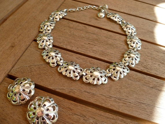 Vintage Silver Daisy Flower Necklace and Earring Set