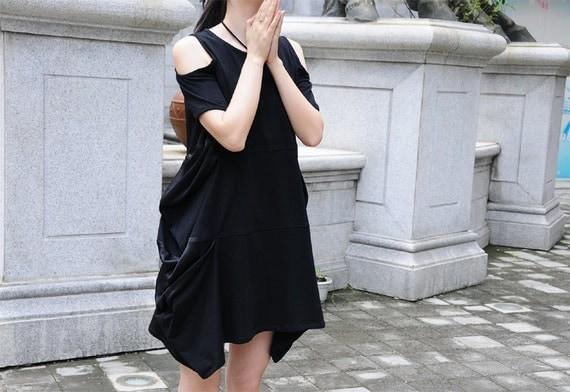Bare shoulder dress black stitching