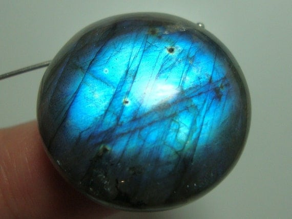 Reduced from 29.90, 25mm, 12.5 mm thick, Gergeous Firey Flashing Blue Gold Labradorite Smooth Round Pendant - D9-4