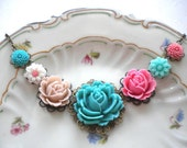 Bib Necklace - Flower necklace - Vintage necklace