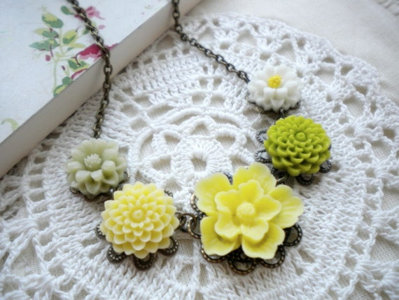 Yellow Flower Necklace Bridesmaid Necklace Choker Pendant Necklace Green Necklace
