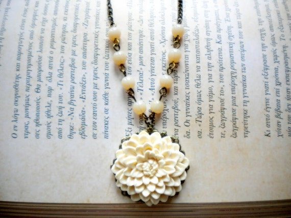 Flower Necklace Ivory Bridesmaid Necklace Cameo Cream Necklace Chrysanthemum Flower Pendant Necklace Cabochon Necklace Ivory Glass Necklace