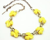 Vintage Necklace Yellow Thermoset Maple Leaf Bib Style Jewelry