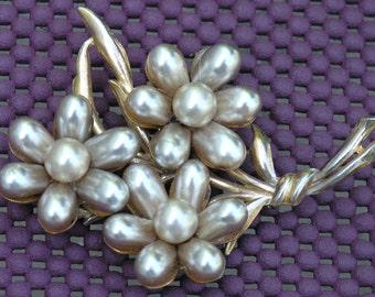 Vintage Huge Pearl Flower Pearl  Brooch / pin unsigned