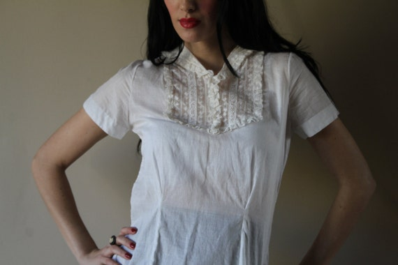 40s Cotton Blouse White Lace Cinched Waist Shirt Dainty Ethereal Layering Piece Size Small-Medium sm med md (0-2-4-6)