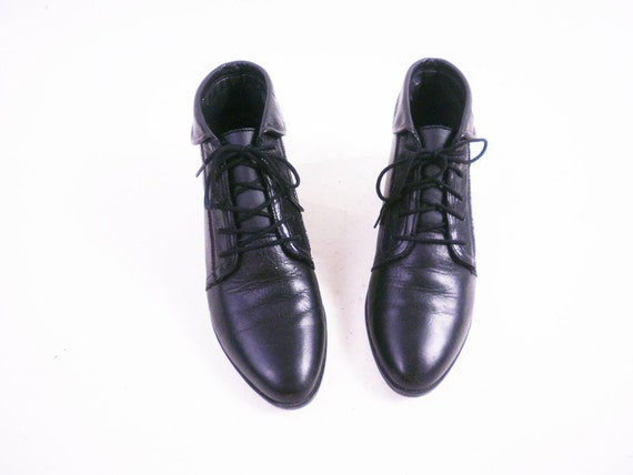s a l e Vintage Black Leather Ankle Boots // Cuffed Lace Up Granny Booties / Size 6