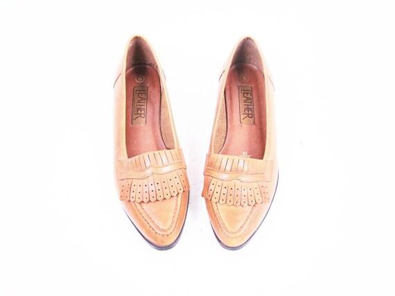 Vintage Tan Brown Leather Loafer Flats with Fringe Details Size 8