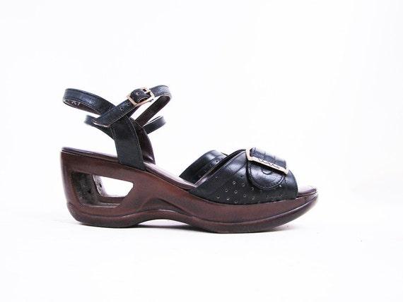 f i n a l s a l e Vintage 70s Black CUT OUT Wedge Sandals Size 6.5