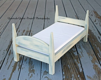 One CREAM/BLUE Distressed Shabby Chic Bed - Organic Antique-Finish Bed with white mattress