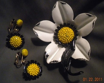 Vintage - Brooch and Earrings  - Daisy Floral Design - Enamel