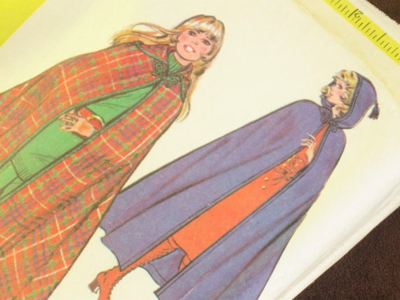 Easy Sew Vintage Hooded Cape Pattern: McCall's 2927, Bust 34