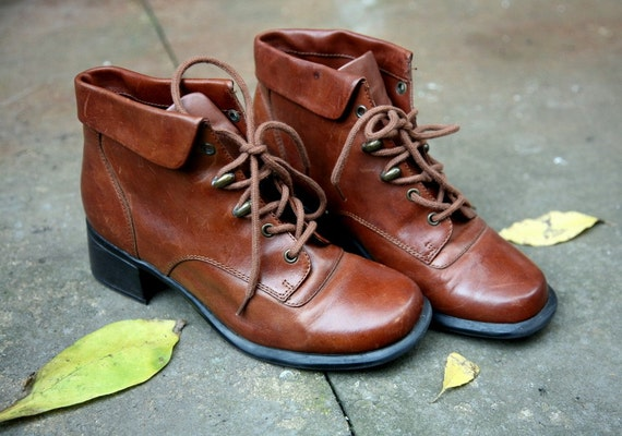 VINTAGE LEATHER LACE UP ANKLE BOOTS CARAMEL BOOTIES 7.5