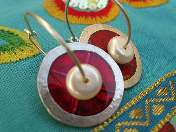 NEW Disc and Pearl hoop earrings made of sterling silver, red enamel and pearls