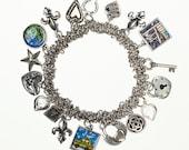 Bracelet de charme pont de Brooklyn. Fait main à Brooklyn. Bracelet extensible de charme avec toutes vos images préférées de NYC !