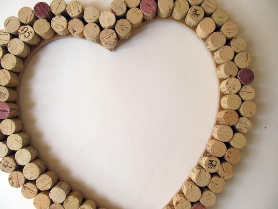 Bouchons en liège coeur decoration murale / Bulletin Board , mariage, anniversaire, amateur de