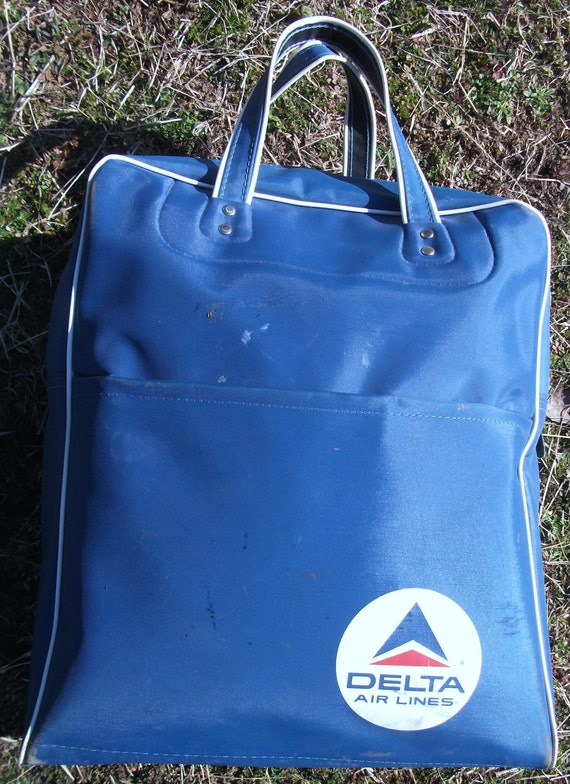 Vintage Navy Blue Nylon Fabric Soft Carry On Delta Airlines 14 x 11 x 5 Travel Bag (30% OFF)