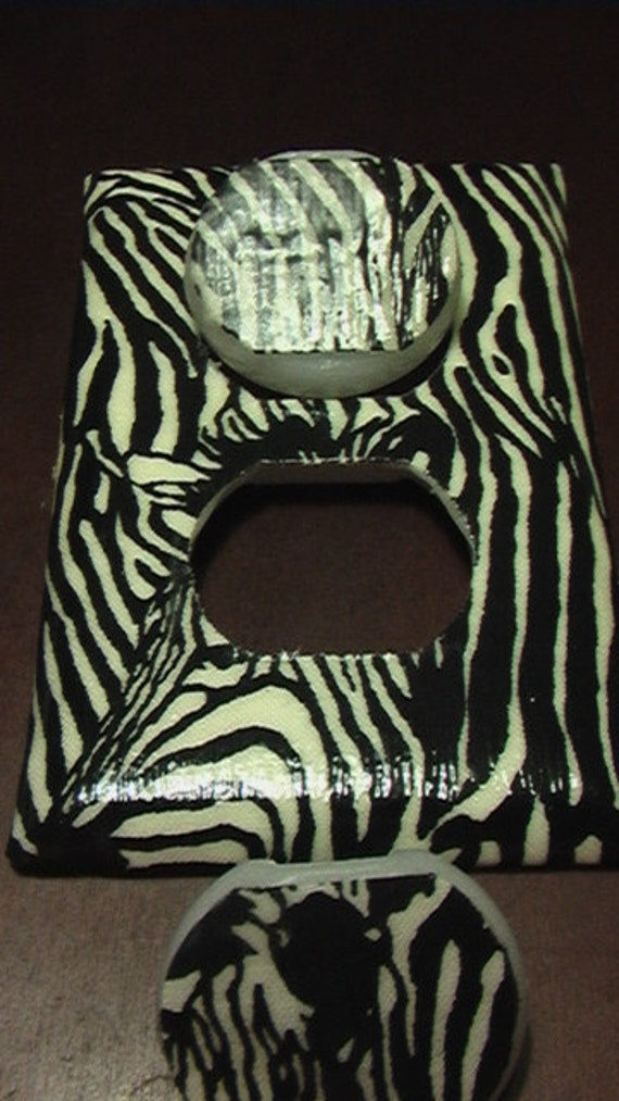 Zebra  Outlet Cover Plate with Child Safety Covers