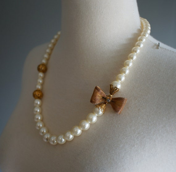vintage faux pearl necklace with gold bow detail