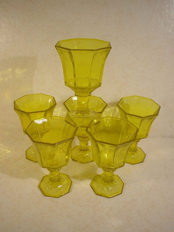 Set of 6 Vtg Depression Yellow Green Wine, Juice or Water Glasses Goblets