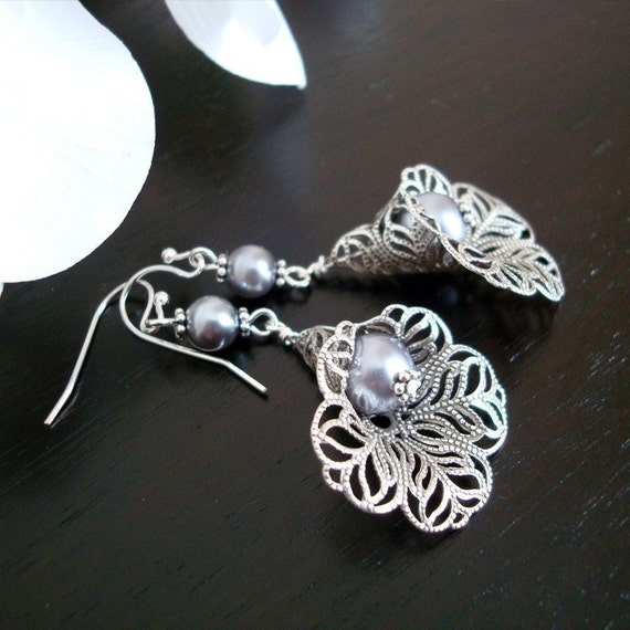 Free Shipping - Lace Lily Earrings - Elegant Pearls