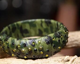 Military style print motif - green - rhinestone - women's bangle