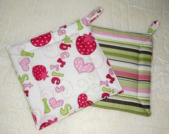 Red Strawberries pot-Holder- Kitchen Hot Pads- set of 2