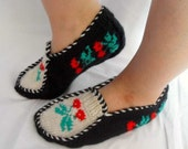 SALE Hand Knit Cherry Home Slippers - Traditional Turkish Design-Christmas Gift Winter Fashion Teamt