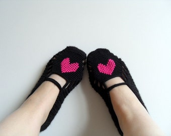 valentines day gift, Heart Slippers, Fuchsia Heart On Black, Turkish Home Slippers, Hand Embroidered, Magenta Honeysuckle,SALE