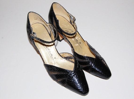 Vintage 1980s Caressa Shoes / Black Snakeskin Mesh / 7.5 M / 80s