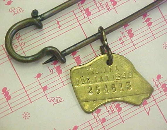 Bow Wow Sassy Brass 1940 Dated Indiana Dog Tax Metal License Tag Charm