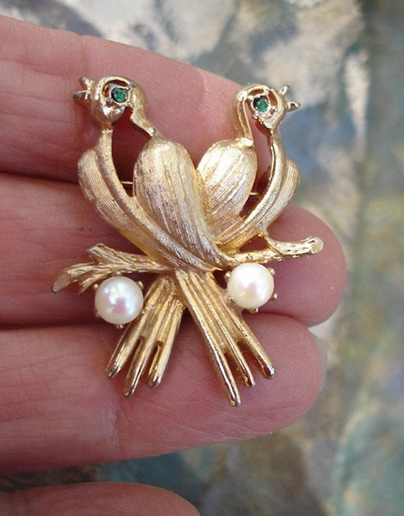 Goldtone Brooch Pin with Turtle Dove's motif has Pearls and Green Rhinestones