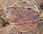 VINTAGE Filigree Link Stationary Chain Necklace in 14K Yellow Gold