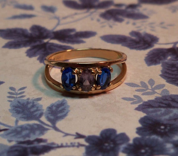 Elegant Vintage 1950s Blue Sapphire & Purple Amethyst 14k Yellow Gold Ring Size 6